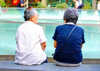 「生活習慣」の改善で「認知症」を予防する人物イメージ画像 日本最多の認知症「アルツハイマー型」